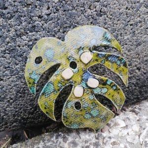 mydelniczka ceramiczna z dziurkami lisc monstery plamisty 2 Ręcznie robione mydelniczki ceramiczne z dziurkami. Wybierz wariant :) Więcej zdjęć poszczególnych wariantów w opisie produktu.