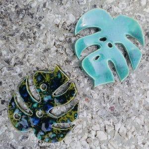 mydelniczka ceramiczna z dziurkami lisc monstery zielony 1 Ręcznie robione mydelniczki ceramiczne z dziurkami. Wybierz wariant :) Więcej zdjęć poszczególnych wariantów w opisie produktu.