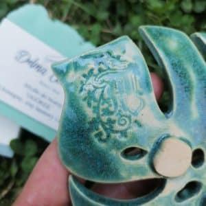 mydelniczka ceramiczna z dziurkami lisc monstery zielony 4 Ręcznie robione mydelniczki ceramiczne z dziurkami. Wybierz wariant :) Więcej zdjęć poszczególnych wariantów w opisie produktu.